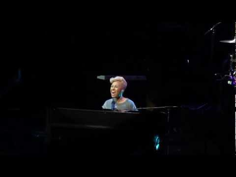 Emeli Sandé - Clown (Give It Up Comic Relief, Live from Wembley Arena, London - 06/03/2013)