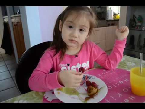 Giúp bé thích ăn trái cây-Camilla ThyThy