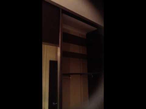 Шкаф купе в коридоре сенатор. Комбинированные двери венге. Цвет профиля шампань