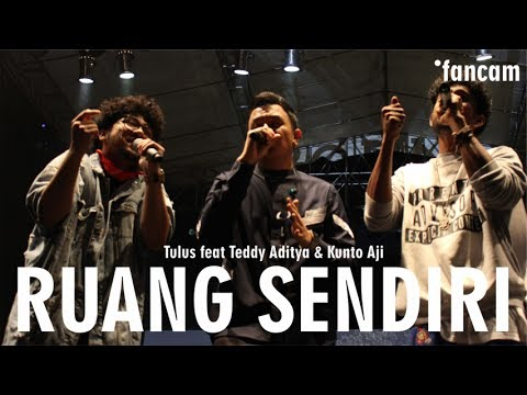 TULUS Feat TEDDY ADHITYA & KUNTO AJI - Ruang Sendiri | Kampoeng Jazz 2017