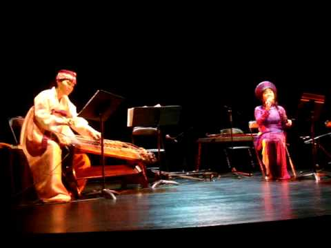 HƯƠNG THANH sings LÝ CÂY KHẾ with the accompaniment of Korean Komungo