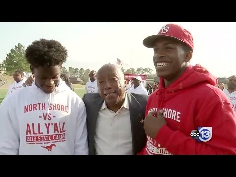 North Shore High School Mustangs celebrate state championship