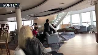 بالفيديو... رعب ركاب السفينة النرويجة بعد انحرافها في مواجهة أمواج عاتية