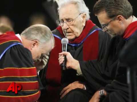 Evangelist Oral Roberts Dies at 91