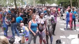 Gila!!!! Bule Ini telanjang di depan umum!! Hanya untuk kontes warna