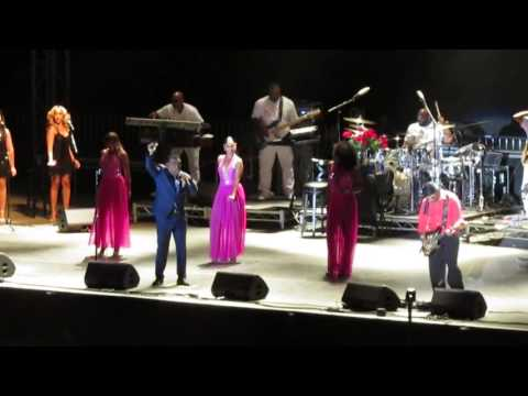 """THE ISLEY BROTHERS AT THE FAIR SINGING """"FOOTSTEPS IN THE DARK"""""""