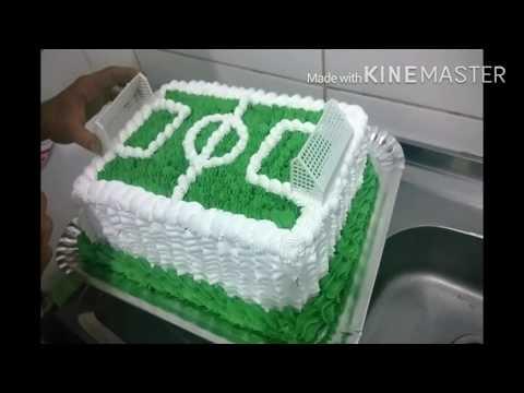 Decoração de bolo com chantilly(campo de futebol)