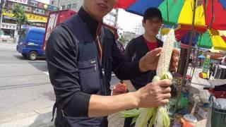 Уличный продавец в Сеуле Южная Корея