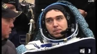 """المركبة الفضائية الروسية """"سويوز"""" تعود الى الأرض وعلى متنها ثلاثة رواد فضاء"""