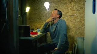 Pappans fiffiga knep får barnen att bort från datorn och paddan - Nyheterna (TV4)