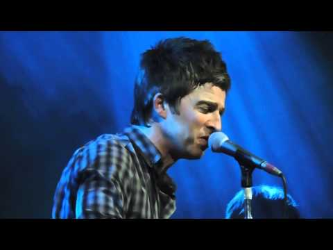 """Noel Gallagher's High Flying Birds """"Don't Look Back In Anger"""" Live HD Fabrique Milano 2015"""