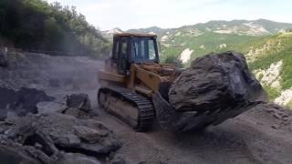 In cava con escavatore 336F e pala cingolata 973C