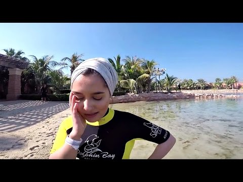 DUBAI VLOG! DAY 3 – THE ATLANTIS, SWIMMING WITH DOLPHINS & SID PEES HIMSELF!!