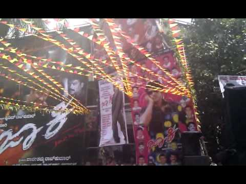 Jackie -  Crowd respponse at Santhosh theatre Bangalore