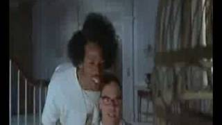 Scary Movie 2 - Polly Want A Cracker?