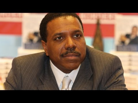 What does Pastor Creflo Dollar do with his money?