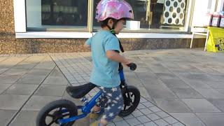 ストライダー(ペダルなし自転車)練習中