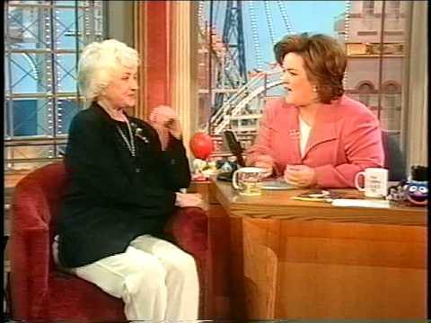 "Rosie sings the theme from ""Maude"" to Bea Arthur"