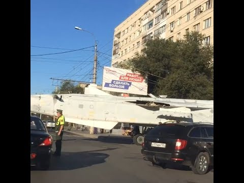 В Волгограде самолёт перекрыл улицу