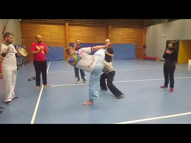 Escola de capoeira uniao mestre Zeu e professor Portuga.