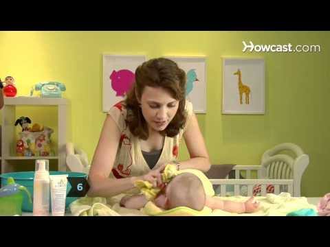 How to Give a Baby a Sponge Bath