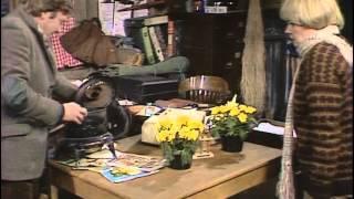 A Fine Romance 1981 S02E01 A Helping Hand
