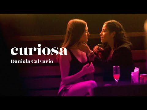 Смотреть клип Daniela Calvario - Curiosa
