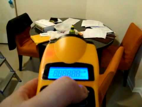 Ultrasonic Tape Measure With Laser Pointer Trena eletrônica.avi