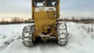 Трактор чистит дорогу(Трактор прочищает зимник на Заячьем острове г. Сургут., 2013-12-23T11:40:01.000Z)