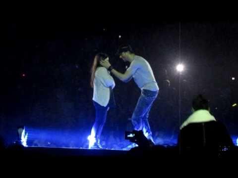 Enrique Iglesias picking Hero Girl and Hero song MEN Arena Manchester, March 24, 2011 Euphoria Tour