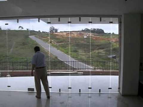 PUERTA PLEGABLE O TIPO ACORDEON EN CRISTAL TEMPLADO DE