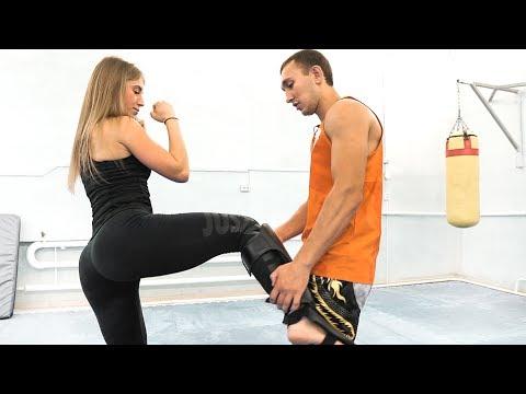 Красивая девушка научилась бить лоу-кик за один урок
