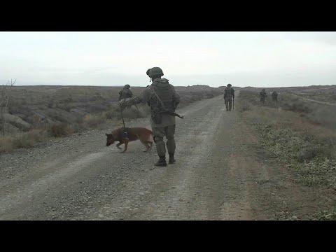 Российские миротворцы в Нагорном Карабахе приступили к разминированию города Мардакерт.
