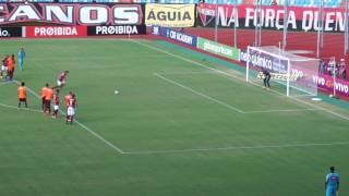 Atlético Paranaense vence Atlético GO no Estádio Olímpico