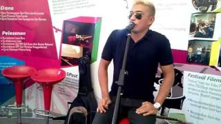 "Adi Putra nyanyi secara live ""Tentang Dhia"""