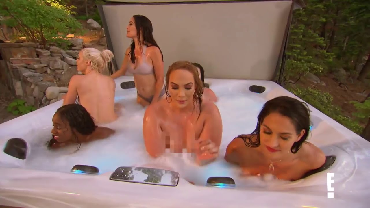 Woman hot tub nude-6285