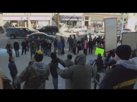 Avery protesters gather at Manitowoc County Courthouse