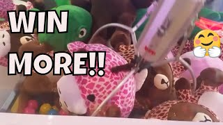 HOW TO WIN FROM A RIGGED CLAW MACHINE!!! BEATING PAYOUT