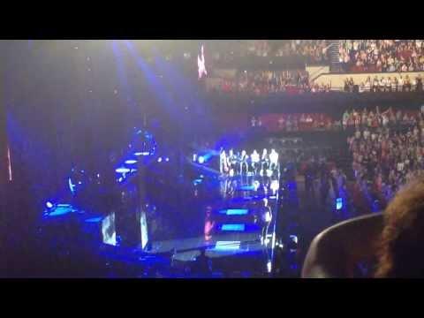 One Direction Adelaide 24/9/2013 Niall's Speech (full) + karaoke + twerking HD