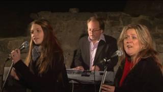 """Nora Foss Al-Jabri singing """"Himlen i min famn"""" - With Merethe Trøan"""