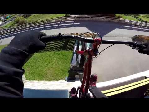 видео: Уход от полиции на велосипеде.