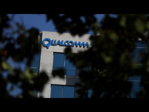 Qualcomm beats earnings, misses on revenue, reports light gu