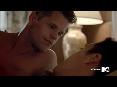 "'Teen Wolf""s Charlie Carver Goes On Record: 'I Am Gay'"