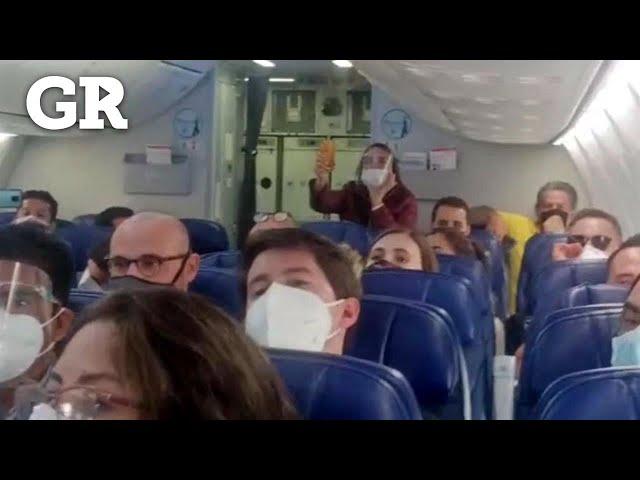 Video: Insultan pasajeros de avión a López Obrador durante vuelo | El Diario
