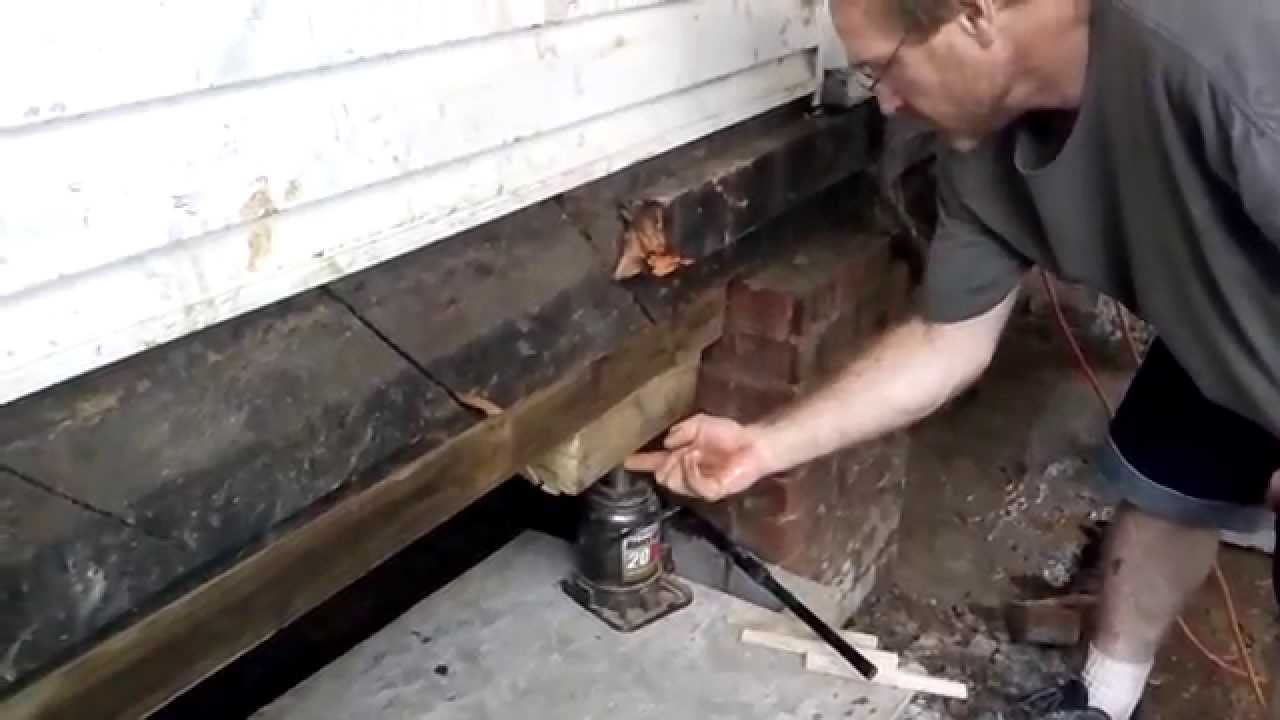 Leveling a house fix sinking foundation jacking level repair how to leveling a house fix sinking foundation jacking level repair how to youtube video dummies solutioingenieria Gallery