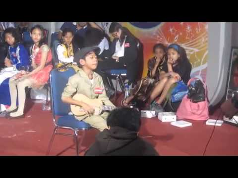 Farizal nyanyi rindu ibu at indonesian idol junior