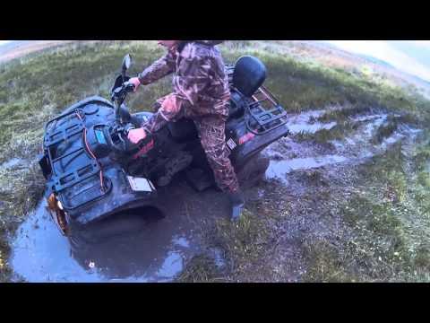 Квадроциклы Polar Fox и Hisun в грязи