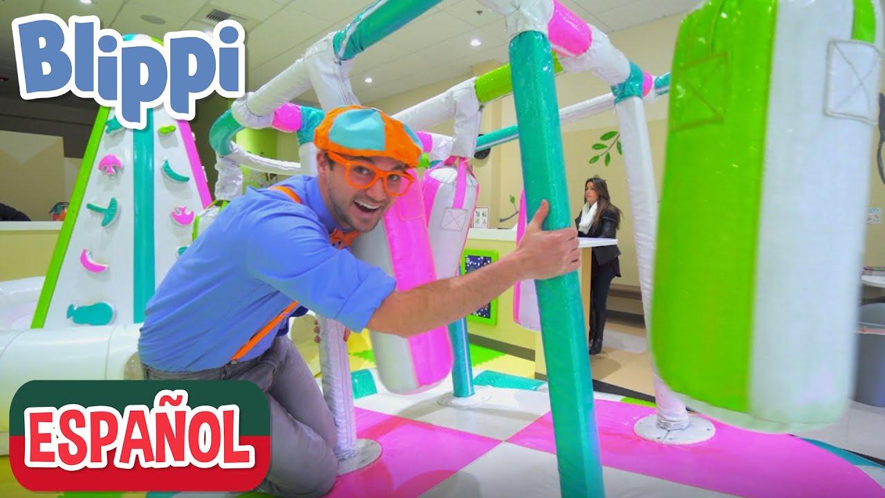 🎡 Blippi visita un patio de juegos cubierto - Giggle Jungle 🎡   Videos de vehículos para niños