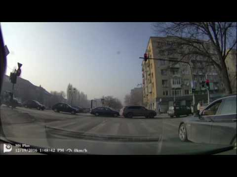 A premium car doesn't buy you education (Bucharest DashCam)