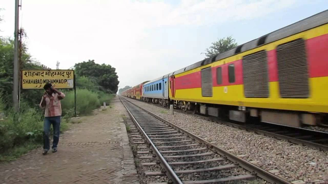 12985 Jaipur Double Decker express with LKO WDM3D